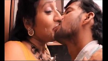 Hot mallu aunty hottest video french kiss !