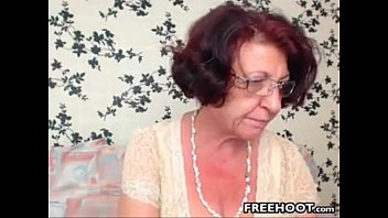 Grandma With Hanging Big Tits Is Dildoing Her Hairy