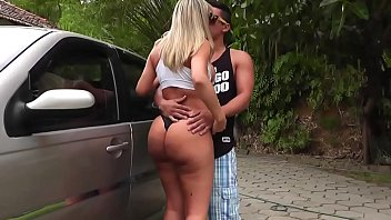 Rabuda em sexo anal em praia brasileira