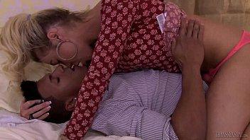 Aubrey Kate seduzindo o negão roludo