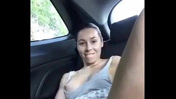 Safada começa a se masturbar no uber