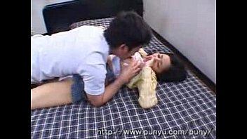 【蒼井そら】スレンダー巨乳お姉さんの柔らかい舌を味わい濃厚キスする男w