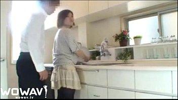 色白巨乳な奥様とキッチンで朝から激しいSEX!フェラからの立ちバック素人|イクイクXVIDEOS日本人無料エロ動画まとめ