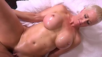 Shorthaired sexy milf 720p pussyparlorcams.com