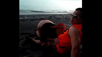 Mamando en la playa