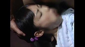 【ロリレイプ動画】JSのような幼女が監禁され変貌親父に処女膜崩壊ヤられるされる