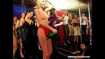 Peliculas de Sexo Club whores take cocks in public