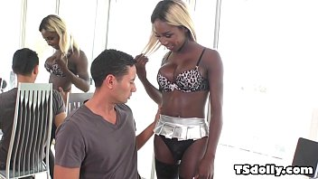 Branquelo comendo a negra transex Kendall Dreams