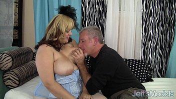 Sexy chubby model buxom bella has sex