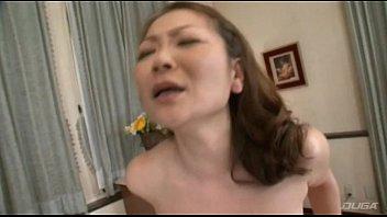 熟女の接吻動画!ぽちゃな熟女ママとマザコン御令息が絡みつくようなディープ接吻SEXで愛し合う