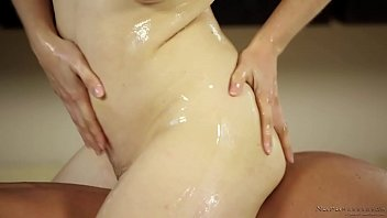 penny-pax---nuru-massage