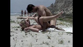 Sex pe o plaja publica