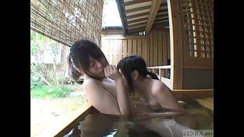 露天風呂でレズ!最後のお風呂を楽しむ!エロ度がすごい!
