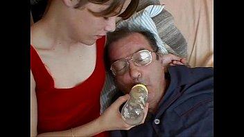 Дядя трахает племянницу в попку смотреть онлайн на ПорноТелки.com