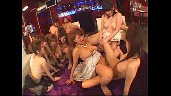 【ギャルのキャバ嬢無料動画】「いっちゃうー!」「イクイクイク!」店じまいしたキャバクラ店内でキャバ嬢たちがレズビアンエッチ