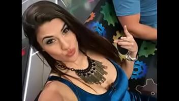 Atacante do são paulo vazou as fotos de sua ex namorada apresentadora de tv