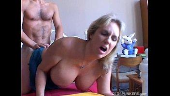 Vídeo Porno com Coroa Gostosa na Transa