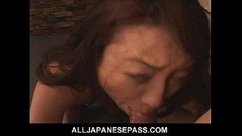 XVIDEO   成熟したクーガーは彼女の顔の頭蓋骨が犯さました