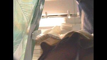 ミニスカ10代小娘を狙い、満員列車内で逆さ撮り秘密撮影☆ウブなアソコに食い込むパンツ丸見えが素晴らしいww