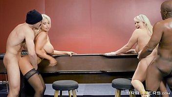 Loiras em sexo video com as picas pretas