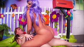 Sexy purple hair kidnapper with britney amber