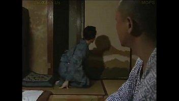 ベロベロチュー動画夫がいない中、欲求不満な嫁が義お義父さんにすさまじいベロベロチューをされる性行為