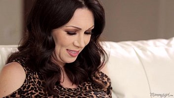 Motherinlove rayveness and gracie glam licking each other out