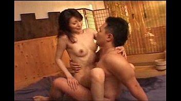 スレンダーで美乳!極上ボディのモデル級美熟女が若い男と絡み合う濃厚セックス。