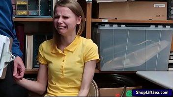 Segurança Da Loja Comendo Novinha Que Pegou Roubando