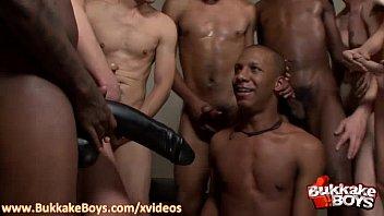 Videosporno Gays Mr republic visits the republic of cocks