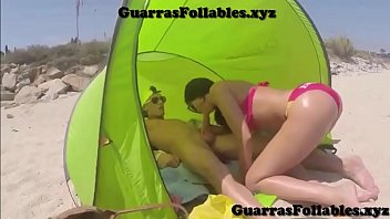 Enculando española en la playa | guarrasfollabl...