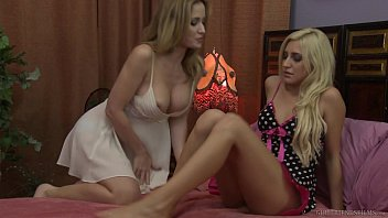 Nurse students paying with their body angela sommers, xandra sixx