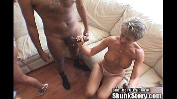Velha tarada fazendo sexo