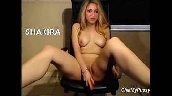 videos porno de shakira In 2000, Shakira began dating Antonio de la Rúa, a toll booth operator, and  son of the  A porno was recently leaked onto the internet of Shakira with Lucky.