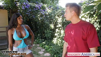 Ebony cougar diamond jackson fuck outdoors