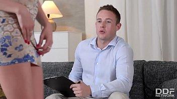 Blonda Frumoasa Face Sex Cu Un Barbat De La Prima Intalnire