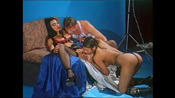 Hot photo shoot set and vintage threesome for venere bianca