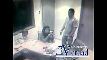 Periodista venezolano lo cacharon en la oficina