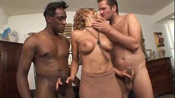 Nadia macrì fucks two cocks