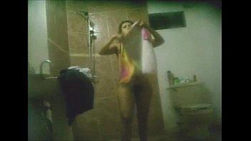 Morena rica en la ducha