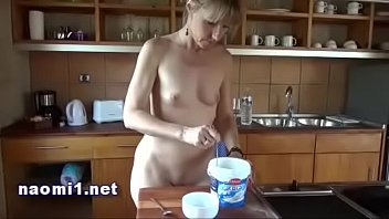 food-and-piss-for-extrem-sex-by-naomi