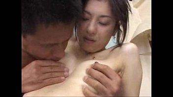 【人妻熟女】貧乳房美容熟女子が仕方マンで大量潮吹き!
