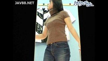 巨乳娘の着替えをこっそり隠し撮り|イクイクXVIDEOS日本人無料エロ動画まとめ
