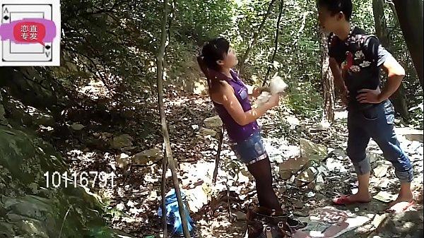 หลุดวัยรุ่นสุดเงี่ยนชวนกันมาเย็ดกันกลางป่า โครตแจ่มเลยครับเย็ดท่าหมาอย่างเด็ดแล้วหันหน้าเย็ดไม่ถอดเสื้อผ้าด้วยสงสัยจะเงี