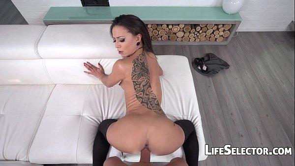 Bruneta Tatuata Vrea Sa Faca Sex Ca In Filmele Porno