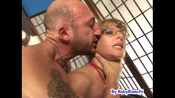Eva Viola bellissima Milf squirta con Omar G...