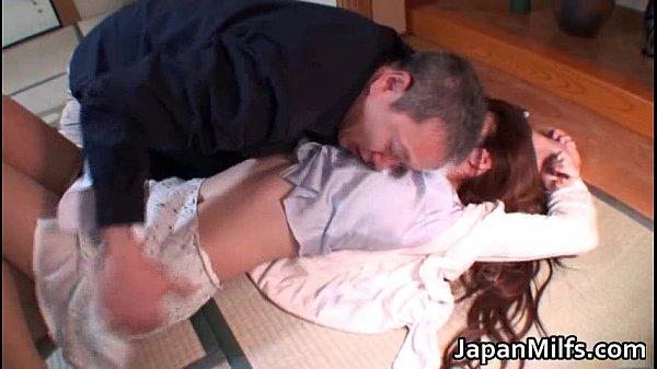 色気ムンムンの美人妻が欲情したどっかのオッサンに押し倒されてレイプ
