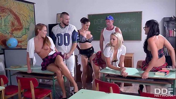 Elevii Termina Anul Scolar Si Se Fut In Grup In Clasa