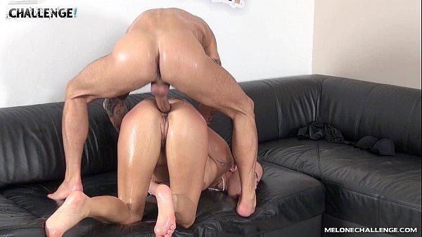 Teste do sofá com loira profissional
