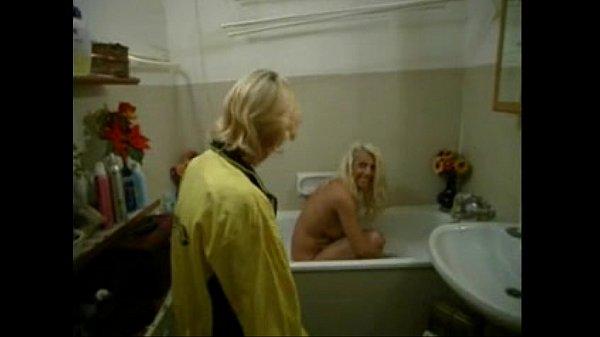 carla carli nella vasca...